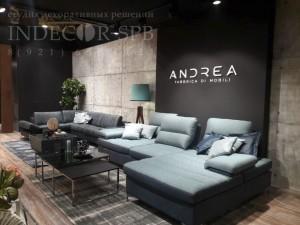 Стенд МК Андреа на мебельной выставке отделка панелями под бетон