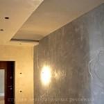 Декоративная штукатурка под бетон с подтеками в прихожей