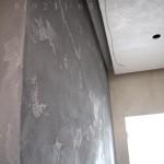 Декоративная штукатурка под бетон в прихожей