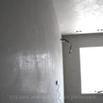 Декоративная штукатурка под бетон в отделке спальни