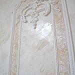 Венецианская штукатурка под оникс в архитектурном зеркале