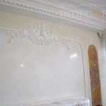 Венецианская штукатурка над камином