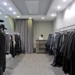 Отделка стен под бетон в магазине одежды