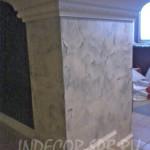 Венецианская штукатурка под мрамор на квадратной колонне