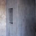 Венецианская штукатурка под бетон в прихожей