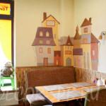 Декоративное панно Объемные домики в кафе