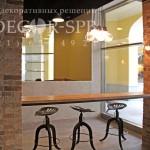 отделать стены в кафе Декоративной штукатуркой травертин